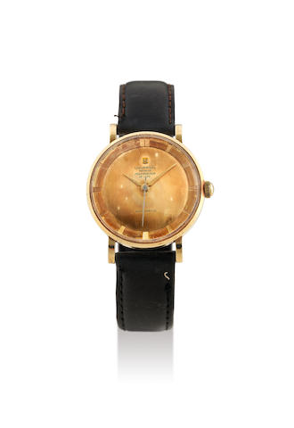Universal. A Fine Yellow Gold Centre Seconds Wristwatch