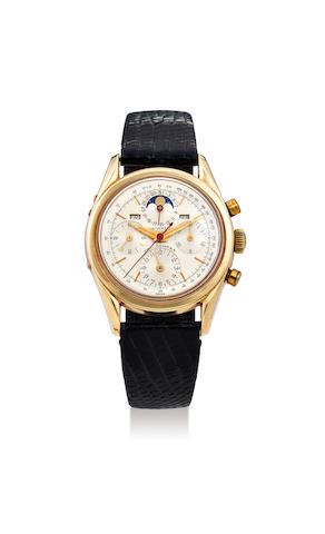 Universal Genève. A 14K Yellow Gold Triple Calendar Chronograph Wristwatch with Moon-Phases and 'Panda Dial'