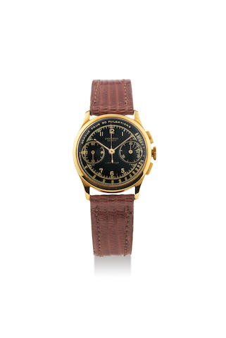 Universal. A Rare, Small and Highly Attractive Yellow Gold Chronograph Wristwatch with Black Dial