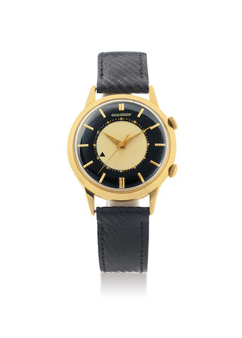 Jaeger-LeCoultre. A Rare Yellow Gold Centre Seconds Wristwatch with Alarm, Date and Champagne and Black Dial
