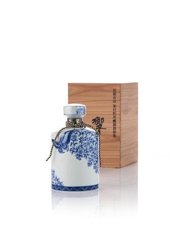 響 Hibiki-Arita-35 year old-有田燒 染付牡丹蝶図筒形瓶