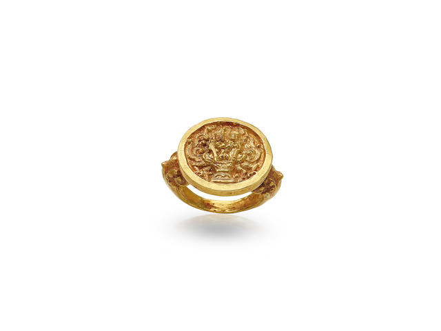A GOLD SEAL RING CAMBODIA